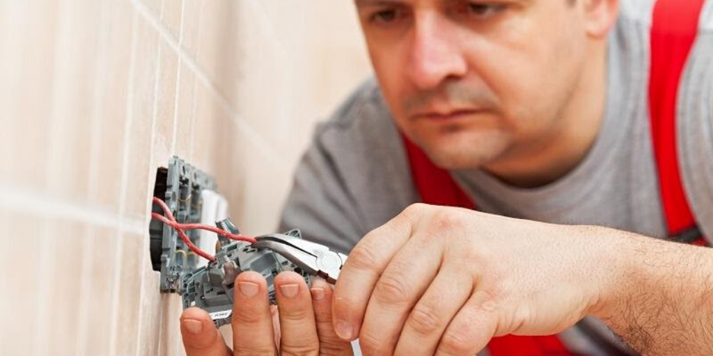 How to Find the Right Electrician for Your Service